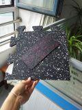 Gimnasio de enclavamiento de mosaico en el exterior de caucho
