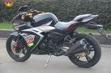 オートバイを競争させる200cc普及した様式