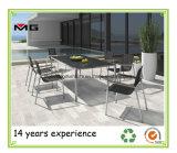 Металлический сад в таблице установите открытый патио есть обеденные столы