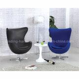 Moderner Fiberglas-Replik-Ei-Stuhl mit Schwenker-Unterseite