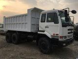 6*4-LHD-Drive utilisés Japan-PF6-Engine de Avant-Soulever-Dumping 10~20ton/8~10cbm Manuel-Transforment le camion à benne basculante de Nissans Ud