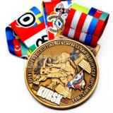 棒古代亜鉛合金のフットボールの円形浮彫りのメダルおよびトロフィをハイキングするカスタム金