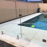 수영풀을%s 사용 Framless 주문을 받아서 만들어진 유리제 방책을 검술하는 외부 수영장