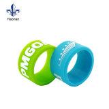 Wristband elegante feito sob encomenda do silicone de Debossed/faixa de borracha