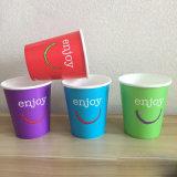 El diseño más populares de vasos de papel desechables de bebidas