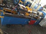 Petit diamètre et au loin machine industrielle en coupe de construction de pneu