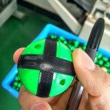 Dartboard del tessuto con le sfere ed i dardi di lancio