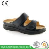 オン/オフスリップのための調節可能な閉鎖が付いている整形外科の糖尿病性の革靴容易に