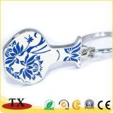Chaîne principale de porcelaine de bouteille de forme bleue et blanche en métal de qualité