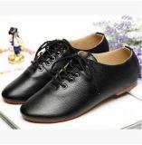 Plat sauvage occasionnel de courroie en gros avec les chaussures en cuir blanches de chaussures d'Oxford