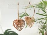 술장수에 있는 모조 금 각인 장 3 심혼 모양 굴렁쇠 귀걸이