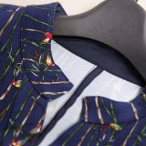 Das neue weibliche Pendler V-Stutzen Kleid mit einem langen Hülsen-Kleid nimmt ab