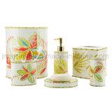 Retro accessorio alla moda della stanza da bagno dell'oro impostato per i prodotti sanitari degli articoli