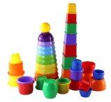 Les enfants des ensembles de blocs de construction de jouets joyeux