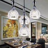 Moderne transparente Glaskugel des Art-Ausgangsled, die helle Lampe hängt