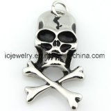칼 펜던트를 가진 금속 보석 두개골