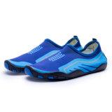 新しいデザイン基本的な水は男女兼用靴をサーフする水靴に蹄鉄を打つ