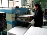 Máquina que corta con tintas de cuero de la cubierta de asiento de coche