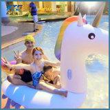 浜のおもちゃのための膨脹可能で巨大なユニコーンのプールの浮遊物