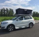 道の走行のための陸上の小型車の屋根の上のテントを完成しなさい