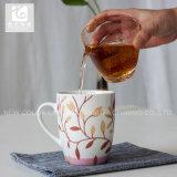 Taza de té diaria de la porcelana del uso con insignia de la compañía o la carrocería blanca