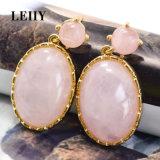 De roze Ovale Natuurlijke Oorringen van de Daling van de Steen voor Vrouwen in Gouden Plateren