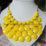 La primavera de la moda ecológica de resina amarillo Collar chapado en aleación de oro