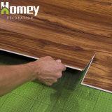 Regardez l'usure en bois de revêtements de sol en vinyle PVC résistant à la tuile planche de SPC