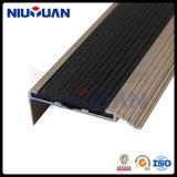 На заводе прямой продажи Установите противоскользящие черная металлическая лестница Nosing алюминия