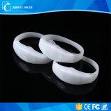 Il lampeggiamento del braccialetto di controllo LED di musica del rifornimento segue il braccialetto attivato suono di musica LED