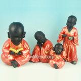 De mini Houder van de Kaars van het Standbeeld van de Monnik van Shaolin van de Rode Kleur van de Hars