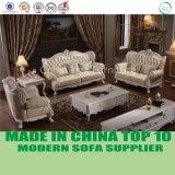 ヨーロッパの居間のフランスのロココ様式の贅沢な革チェスターフィールドのソファー