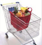 買物客によってリサイクルされるショッピング・バッグをリサイクルしているトロリーショッピング・バッグのカートの買物客
