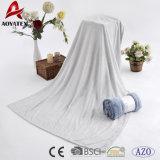 Твердым обыкновенным толком выбитое цветом одеяло ватки фланели