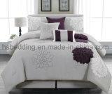 贅沢灰色7部分および紫色の一義的な刺繍の慰める人の寝具セット