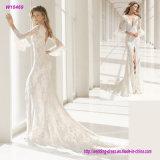 um cheio do vestido dianteiro e traseiro do laço bordado encanto e da linha pronunciada de V da sereia de casamento com ondinhas abre o término