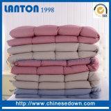 A roupa de cama premium de plumas de ganso branco com algodão orgânico