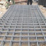 構築は溶接された鉄条網の網パネルに電流を通した