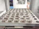 Máquina automática del CNC con la base plana para las piezas del hardware