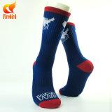 Form-Entwurf von Soprts trifft kundenspezifische Mann-Gefäß-Sport-Socken hart