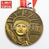 Medaglia cattolica di vendita calda del san di abitudine 3D della fabbrica della lega del patrono diretto dell'oro