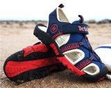 Ботинки пляжа лета для детей и ботинок спорта младенца
