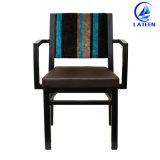 販売は食堂に使用した椅子を装飾した