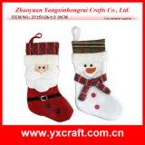 Kerstman, Sneeuwman die de Sok van de Gift van Kerstmis de verfraaien