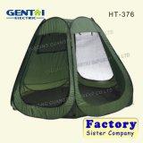 Chiudere con chiusura a lampo la tenda all'ingrosso della presidenza di pesca di messa a terra in su di campeggio