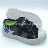 Hotsaleの良質の子供のキャンバスの注入の靴魔法テープ偶然靴(FHH1206-6)