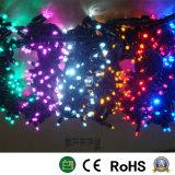 LEDストリングは男性およびメス型コネクタが付いているクリスマスの照明をつける