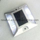 Parafuso prisioneiro solar da estrada do diodo emissor de luz do alumínio do refletor do brilho IP68 elevado