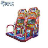 Los niños en el interior de la máquina Arcade feliz Scooter