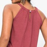 Le gilet d'été de femmes complète le chemisier sans manche de chemise